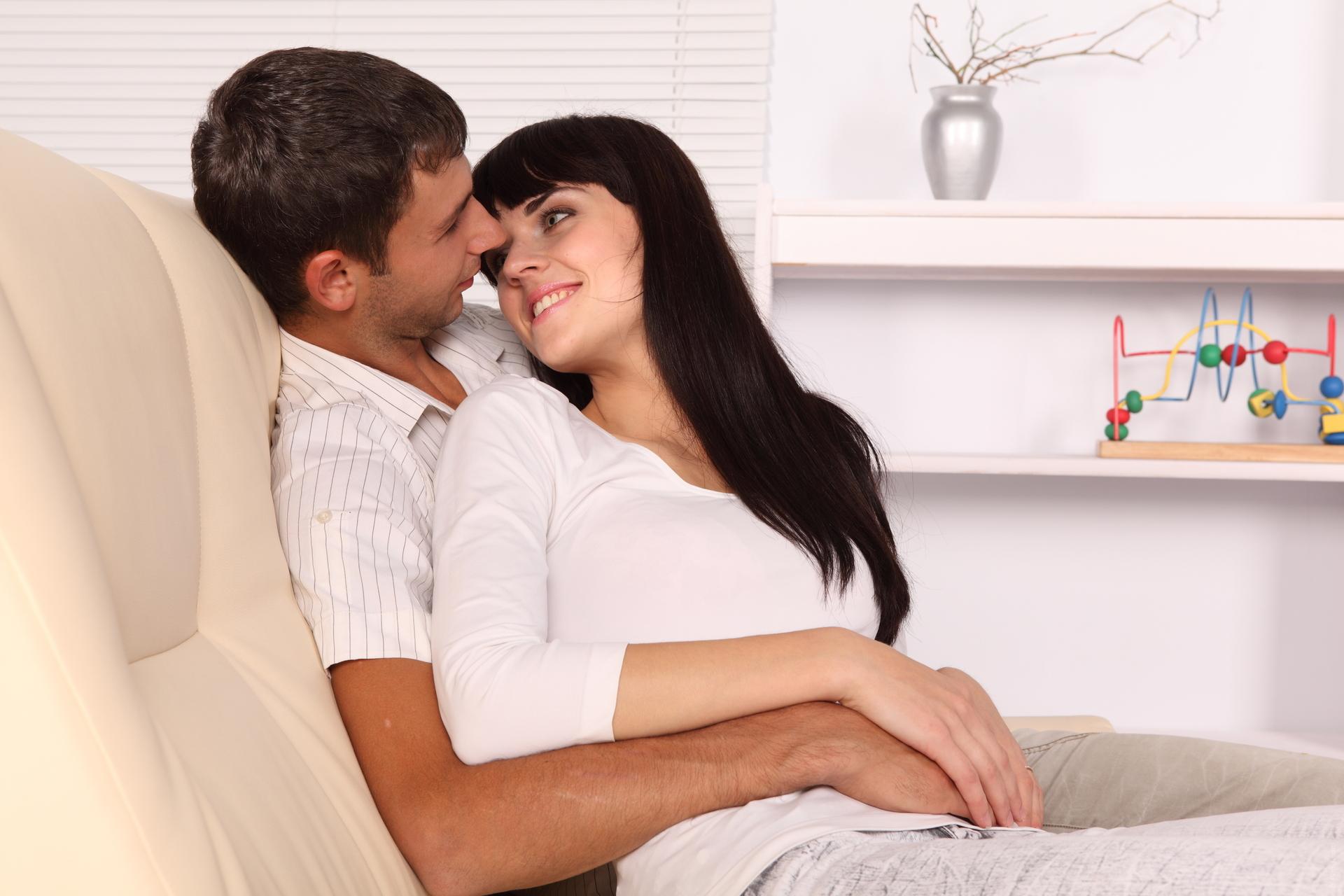 Смотреть онлайн бесплатно как две зрелые девушки садятся парню на язычок, Ухоженная русская дама заставила парня вылизывать 9 фотография